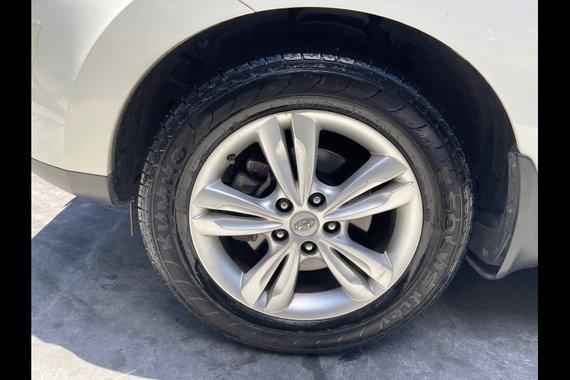 Selling White Hyundai Tucson 2012 in Las Piñas