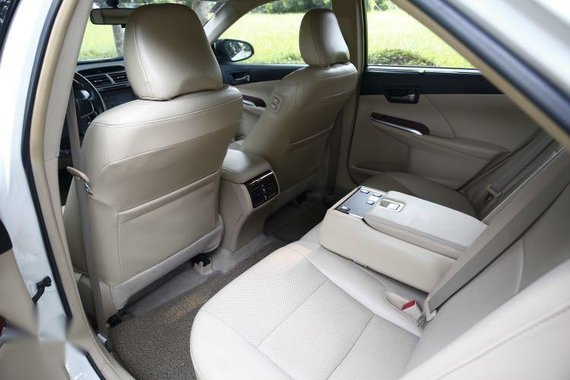 Selling Toyota Camry 2013
