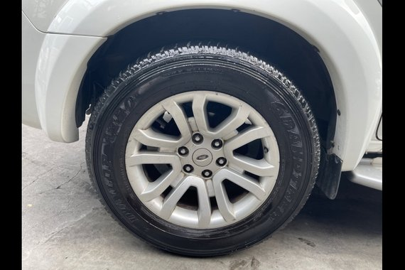 Selling Pearl White Ford Everest 2013 in Las Piñas