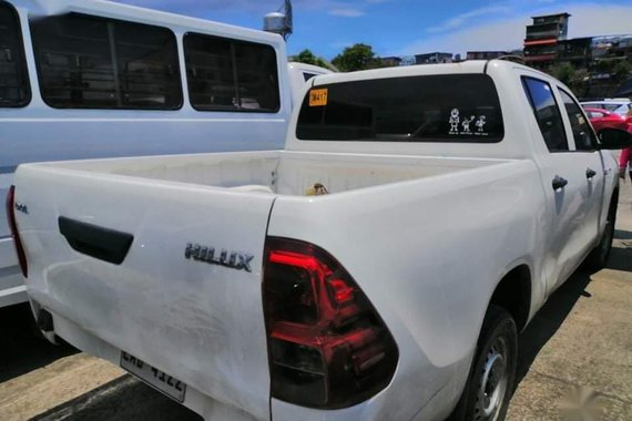 White 2019 Toyota Hilux