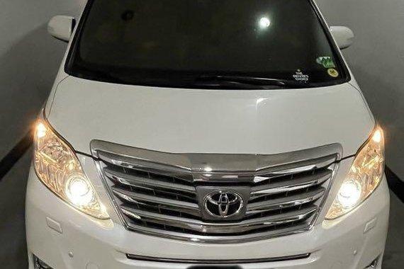 Pearl White Toyota Alphard 2015