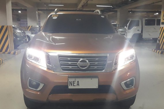 Well-kept, casa-maintained, low mileage Nissan Navara 2018 VL A/T with Top Up truck cover