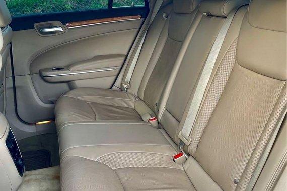 Selling Chrysler 300c 2014