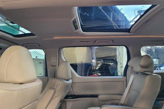 Selling Toyota Alphard 2015