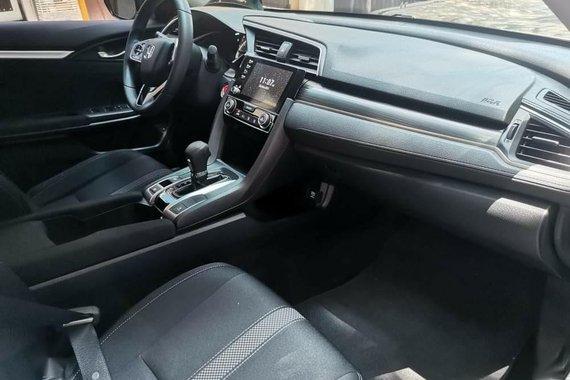 Selling Honda Civic 2020