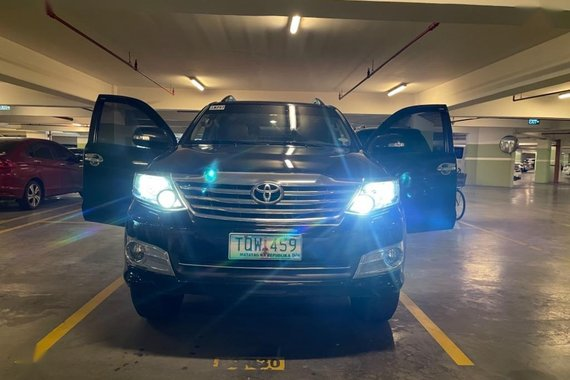 Selling Toyota Fortuner 2012