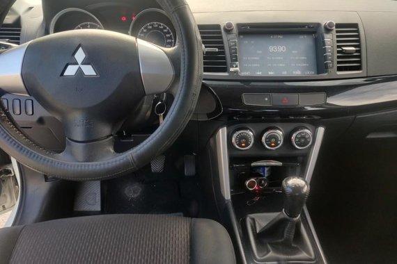 White Mitsubishi Lancer 2016 for sale in Manual