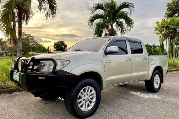 Pearl White Toyota Hilux 2011 for sale in Bacolod