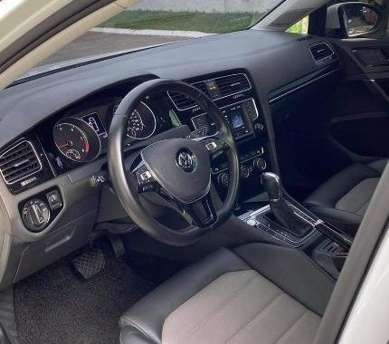 Selling White Volkswagen Golf 2017 in Parañaque
