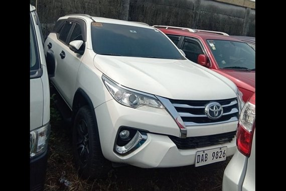 Selling White Toyota Fortuner 2018 in Caloocan