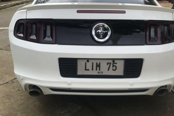 White Ford Mustang 2013 for sale in Lipa