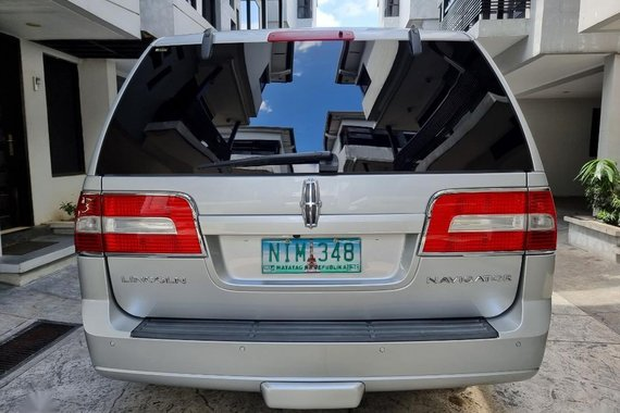 Silver Lincoln Navigator 2010 for sale in Quezon City