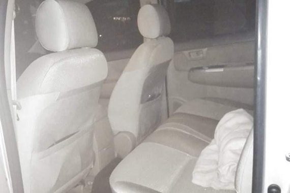 Selling Silver Toyota Hilux 2011 in Quezon City