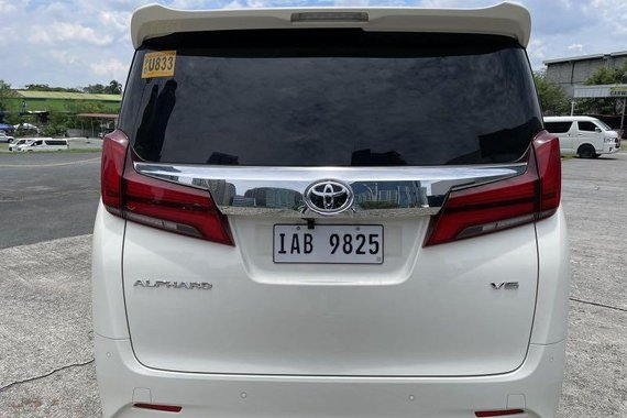 Pearl White Toyota Alphard 2019 for sale in Automatic