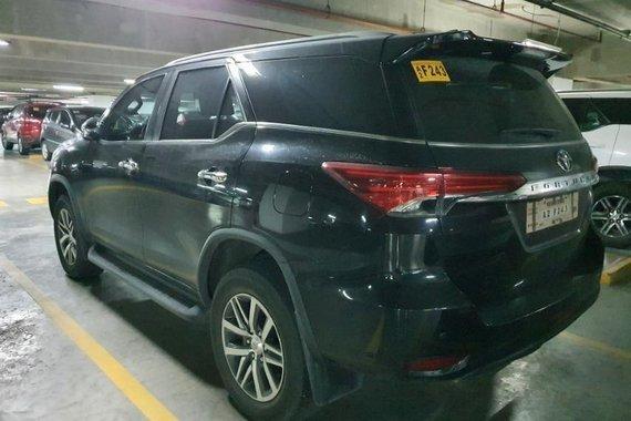 Selling Grayblack Toyota Fortuner 2017 in Makati