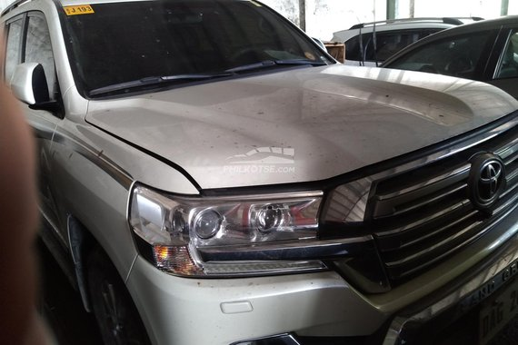 FOR SALE!!! Pearlwhite 2018 Toyota Land Cruiser at affordable price