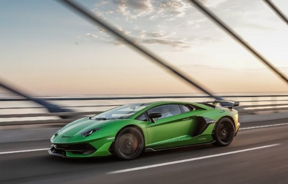 What's the top speed of the Lamborghini Aventador?
