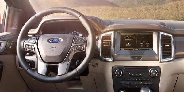 Ford Everest 2016's cabin