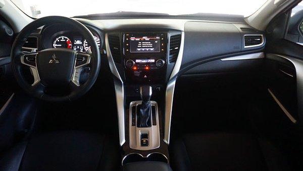 Mitsubishi Montero Sport GLS interior