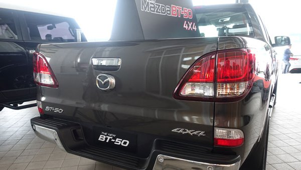 Mazda BT-50 2018 rear view